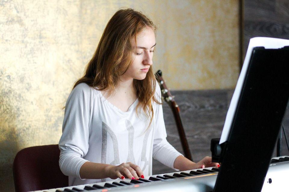Girl playing Yamaha DGX 660