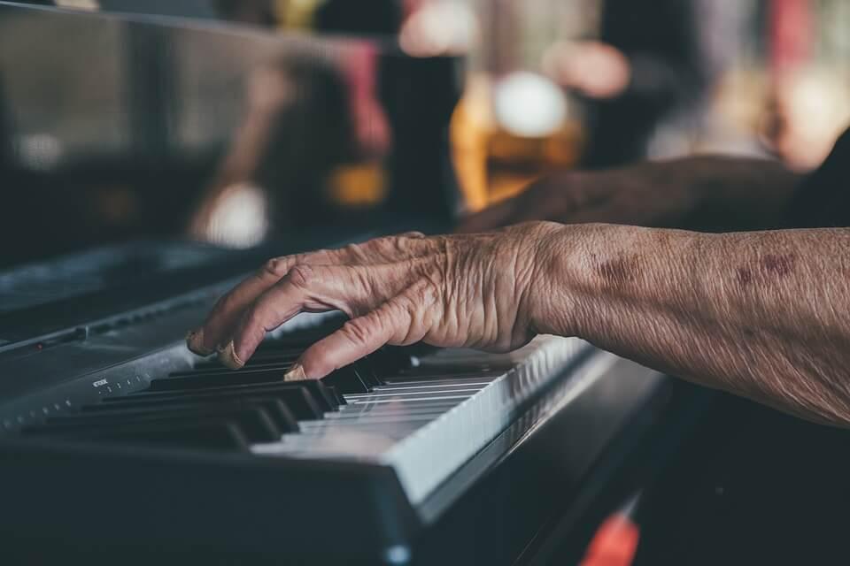 P45 piano player